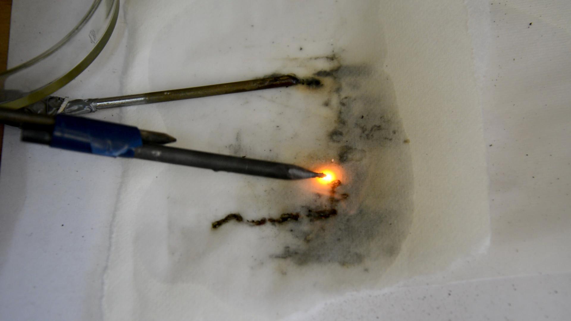 Электрическая дуга (раствор хлорида натрия - графит)