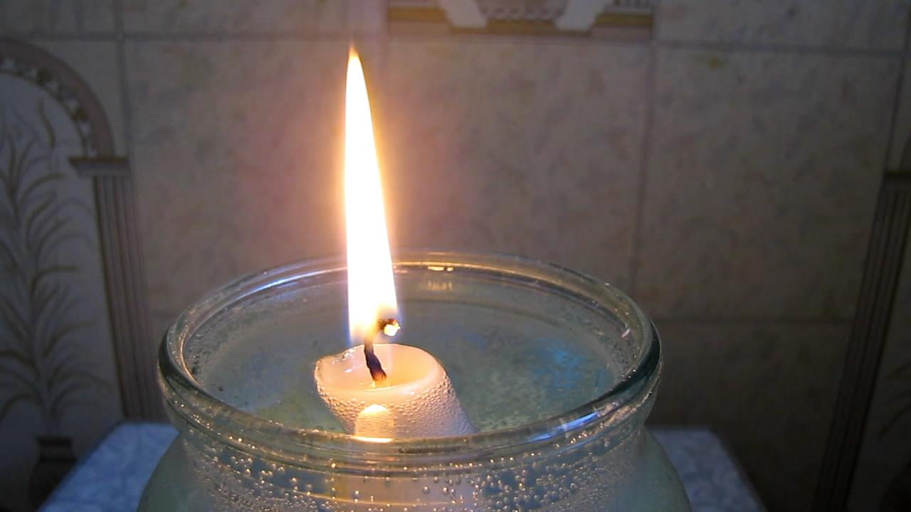 Свеча-поплавок (горящая свеча плавает на воде). The floating candle (a burning candle floats on water)а