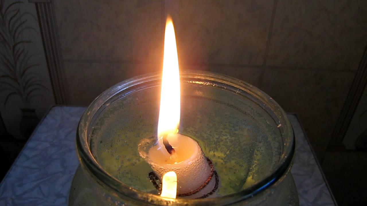Свеча-поплавок (горящая свеча плавает на воде) The floating candle (a burning candle floats on water)