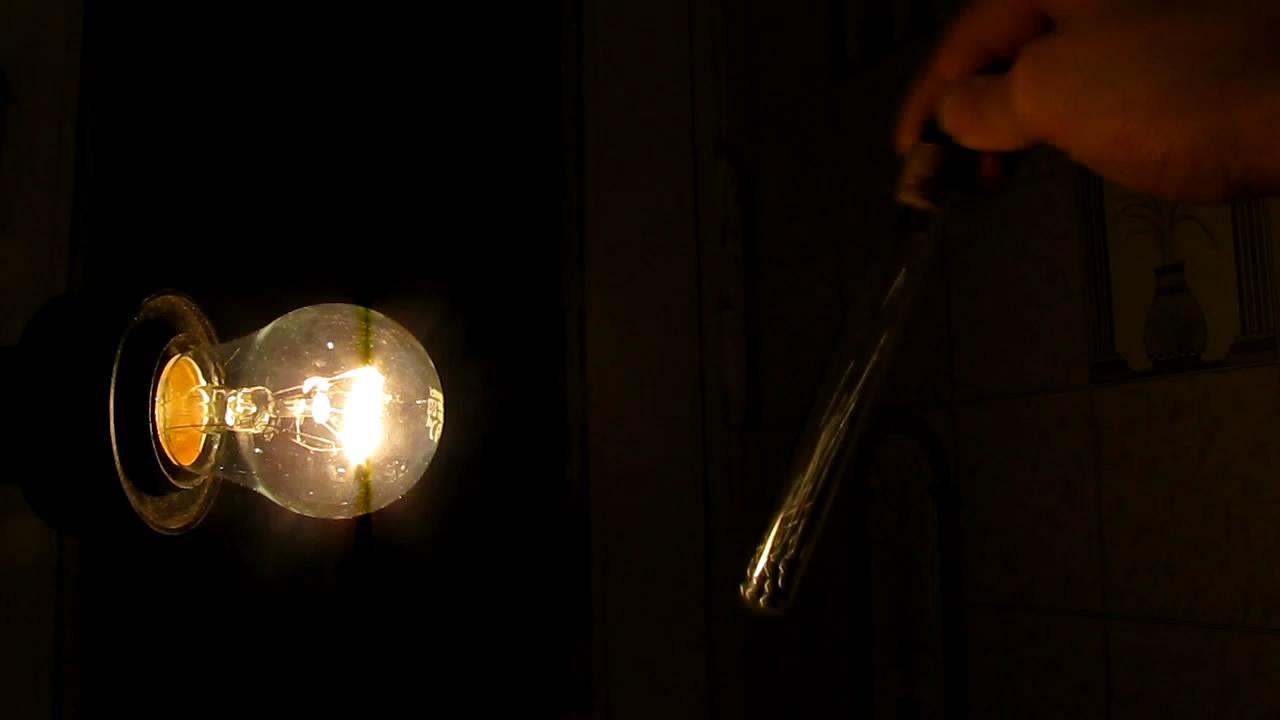 Модель ртутного выключателя (с маленькими металлическими шариками). The model of a mercury tilt switch (with small metal balls)
