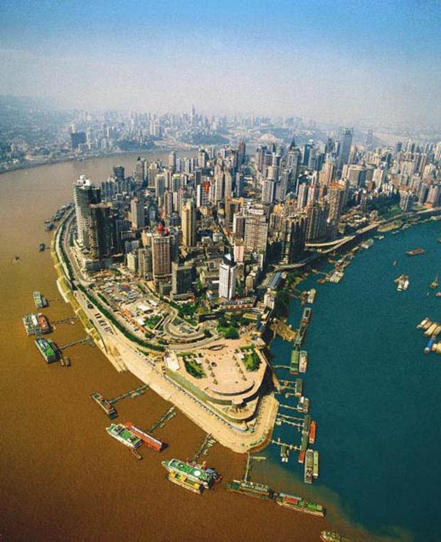 Слияние рек Jialing («Цзялинцзян») и Янцзы - Чунцин, Китай. Confluence of Jialing and Yangtze rivers (Chongqing, China)