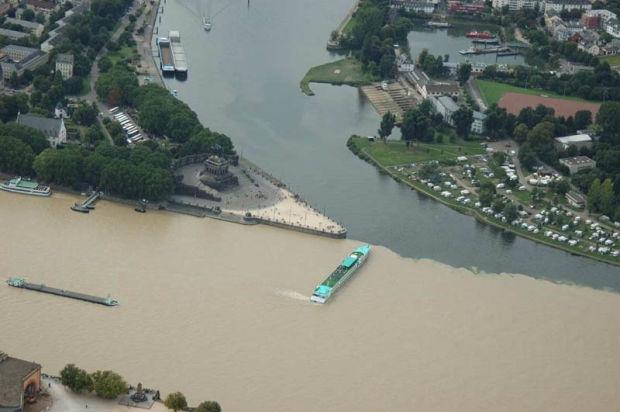 Слияние рек Мозель и Рейн (Кобленц, Германия). Confluence of Mosel and Rhine rivers (Koblenz, Germany)