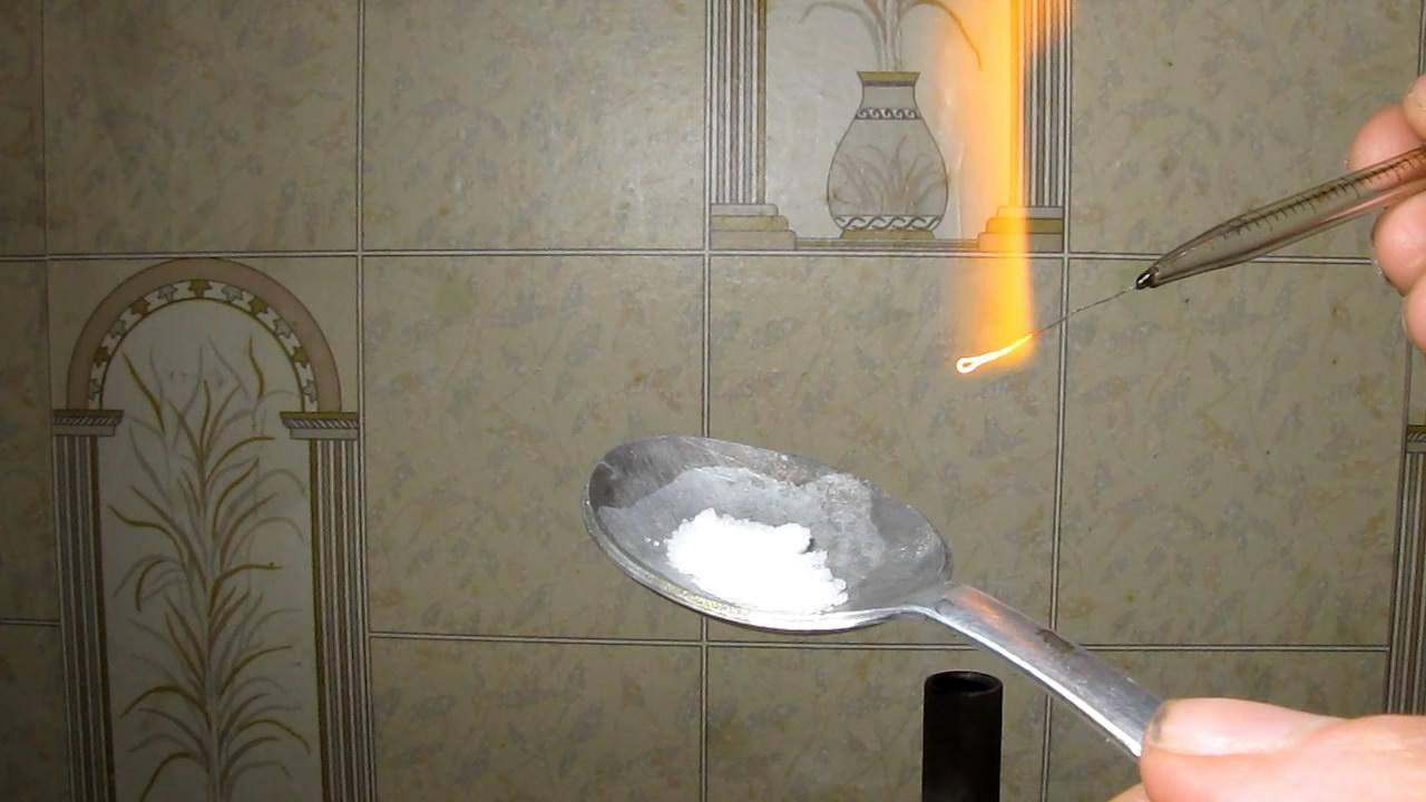 Фторид калия и уран (светящиеся перлы). Potassium fluoride and uranium (glowing beads)