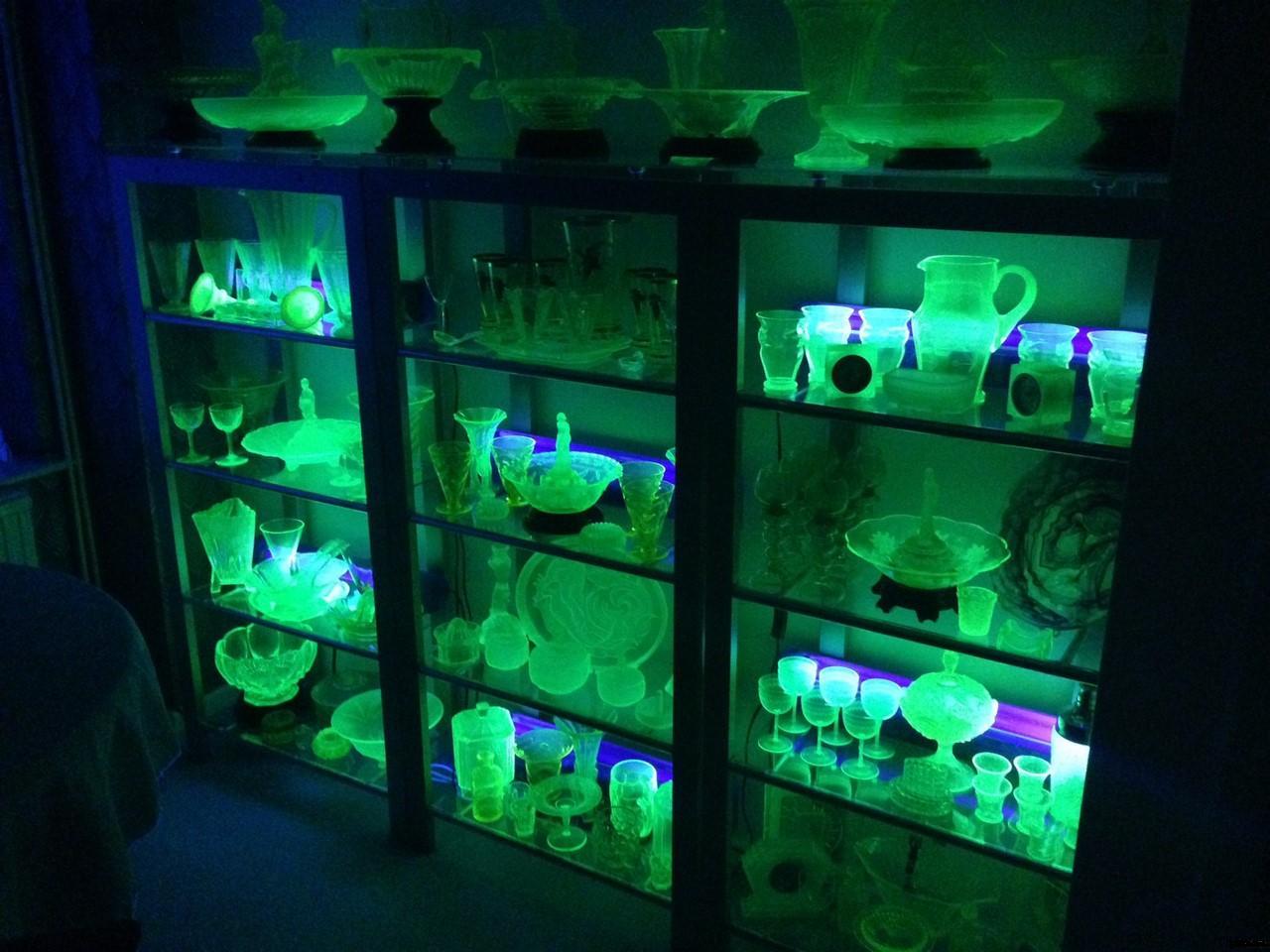 Урановое стекло. Uranium glass