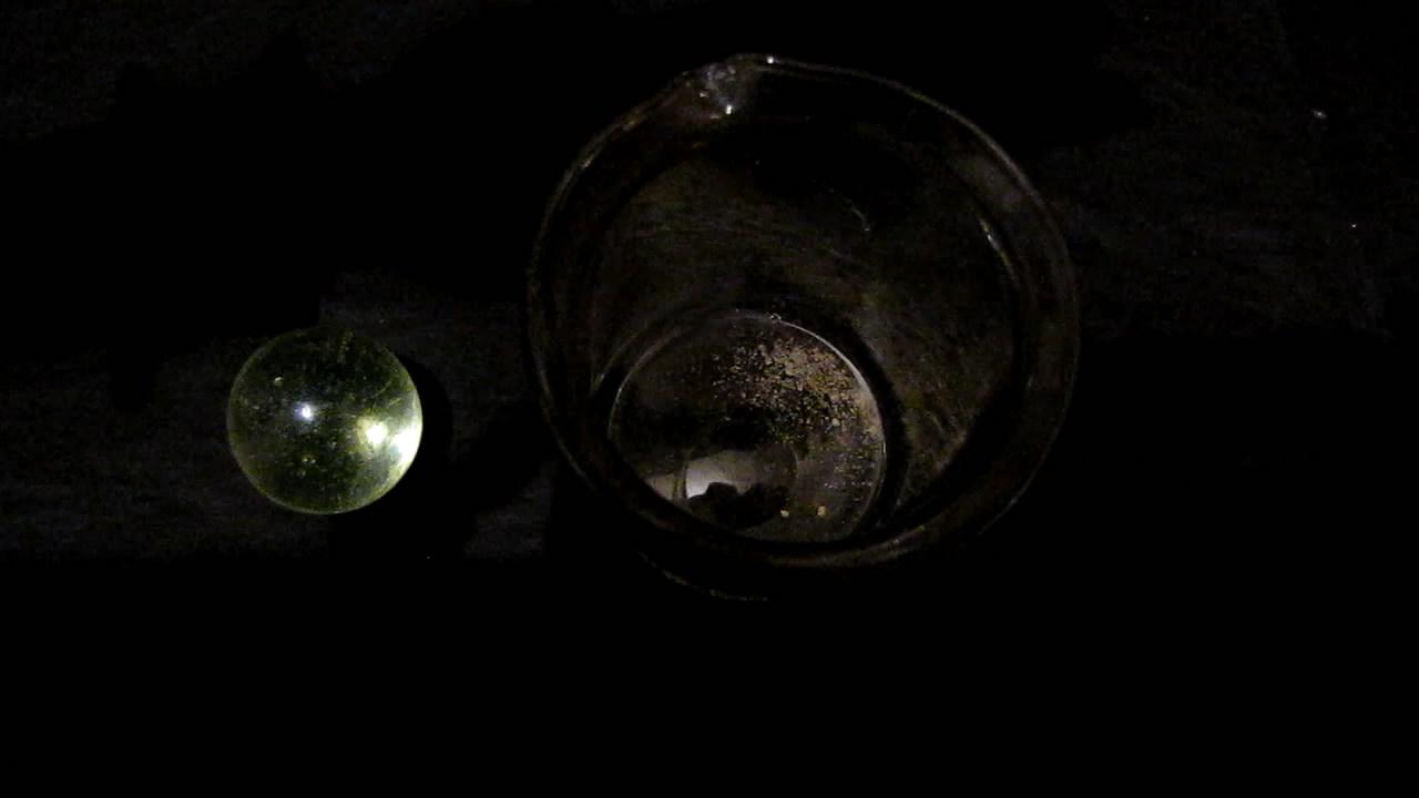 Урановое стекло, нитрат уранила, флуоресцеин и ультрафиолетовая лампа. Uranium glass, uranyl nitrate, fluorescein and black light lamp (ultraviolet light)