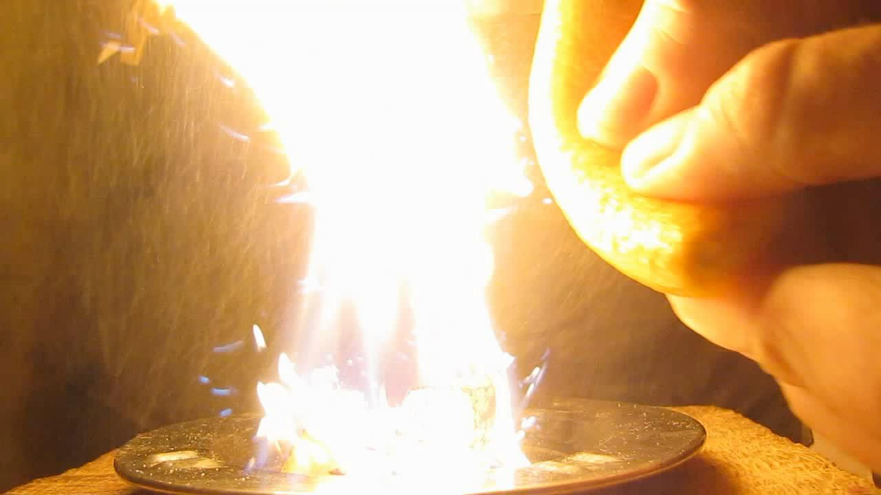 Пожароопасный фрукт (апельсиновая кожура и огонь). Fire-hazardous fruit (orange peel and fire)