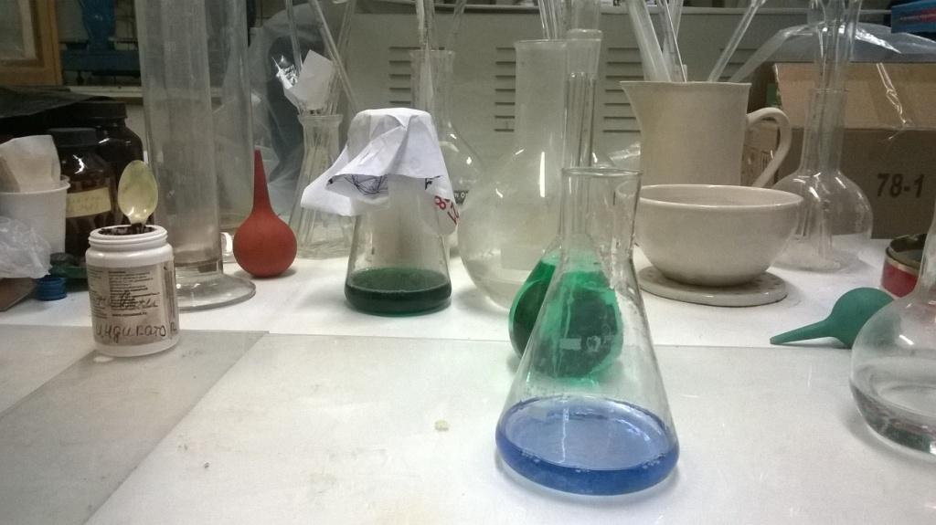 Химические фотографии: реактивы и материалы. Chemical photos: reagents and materials