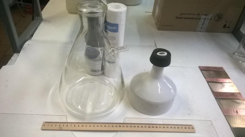 Лаборатория на гальваническом производстве. Electroplating plant: laboratory
