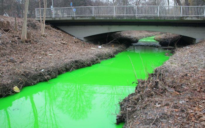 Флуоресцеин в реке