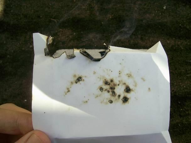 Бумага после горения крупных гранул пороха