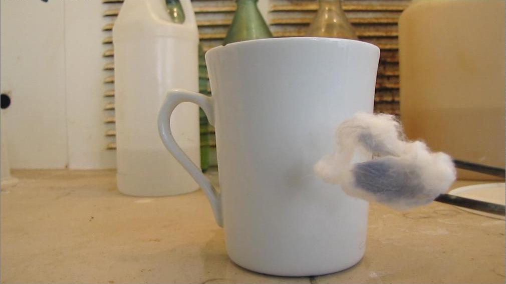 Плавиковая кислота и фарфоровая чашка