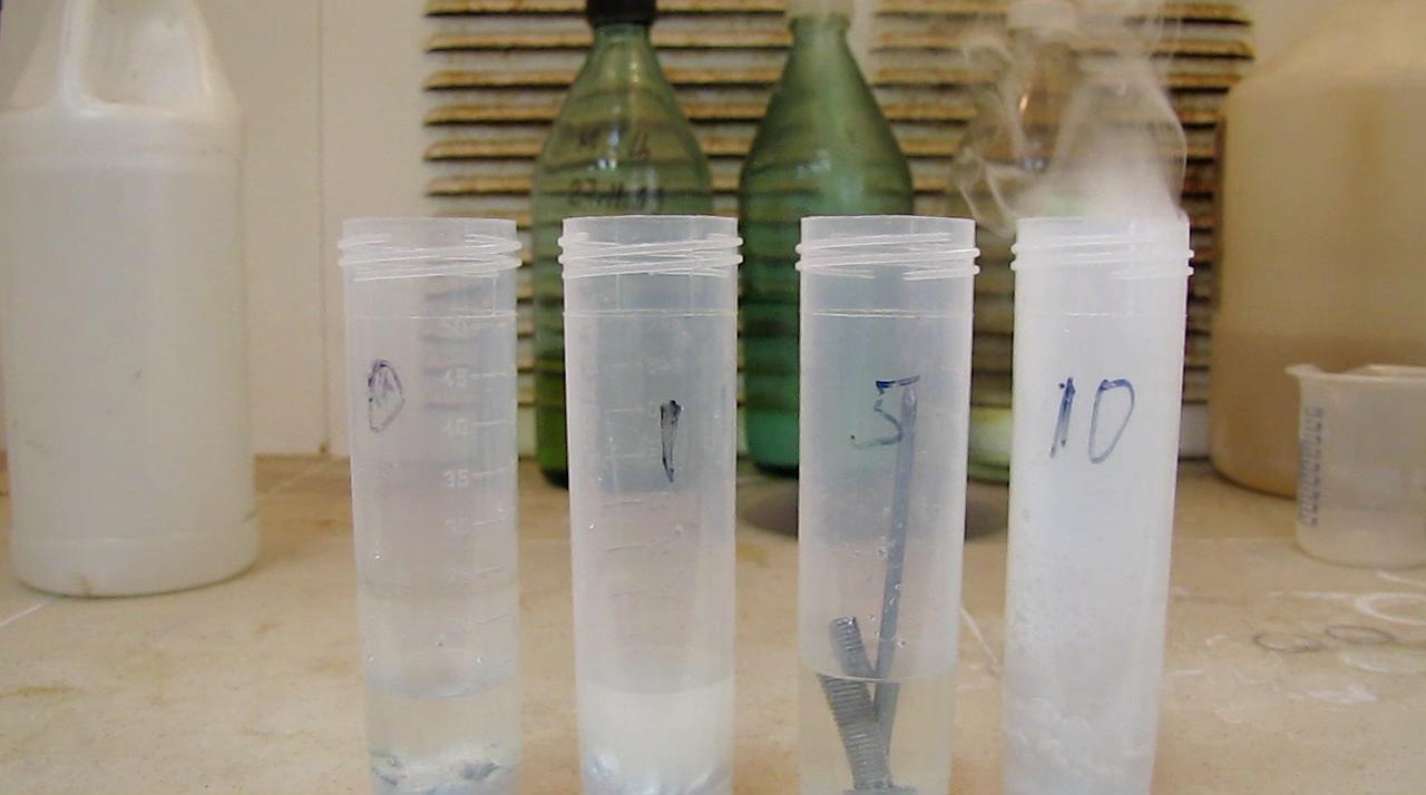 Плавиковая кислота и цинк, алюминий, железо. Соляная кислота и цинк