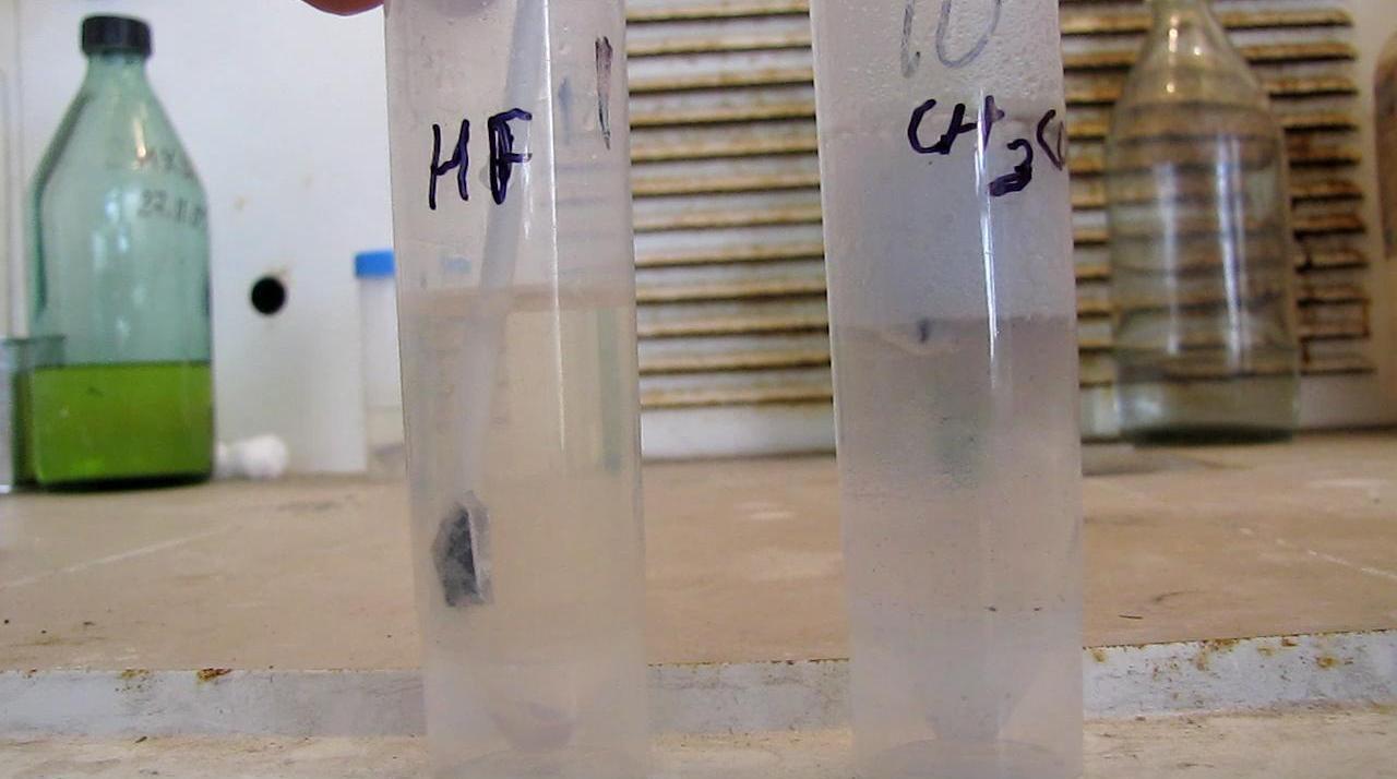 Плавиковая кислота, уксусная кислота и магний