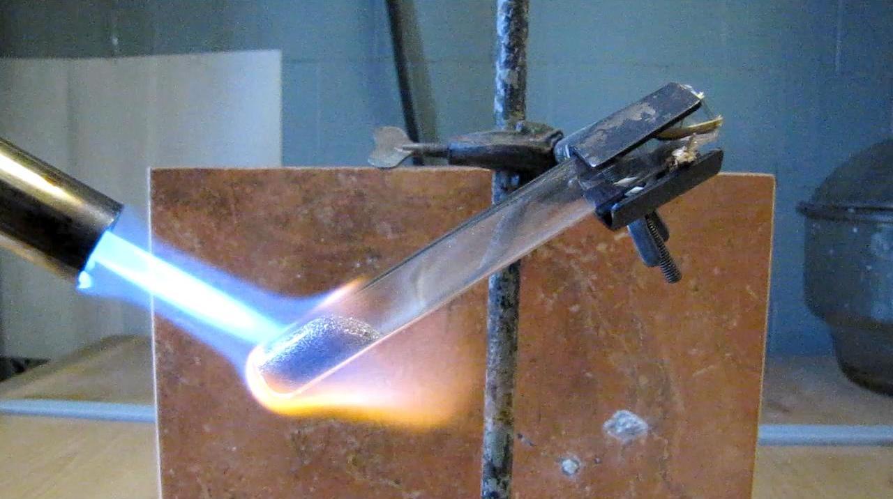Реакция красного фосфора с магнием