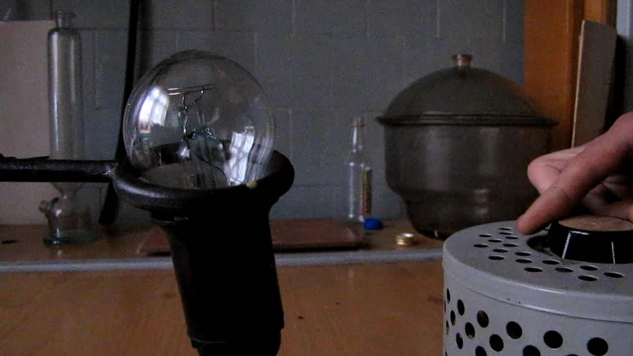 Неоновая лампа и ЛАТР (лабораторный автотрансформатор)