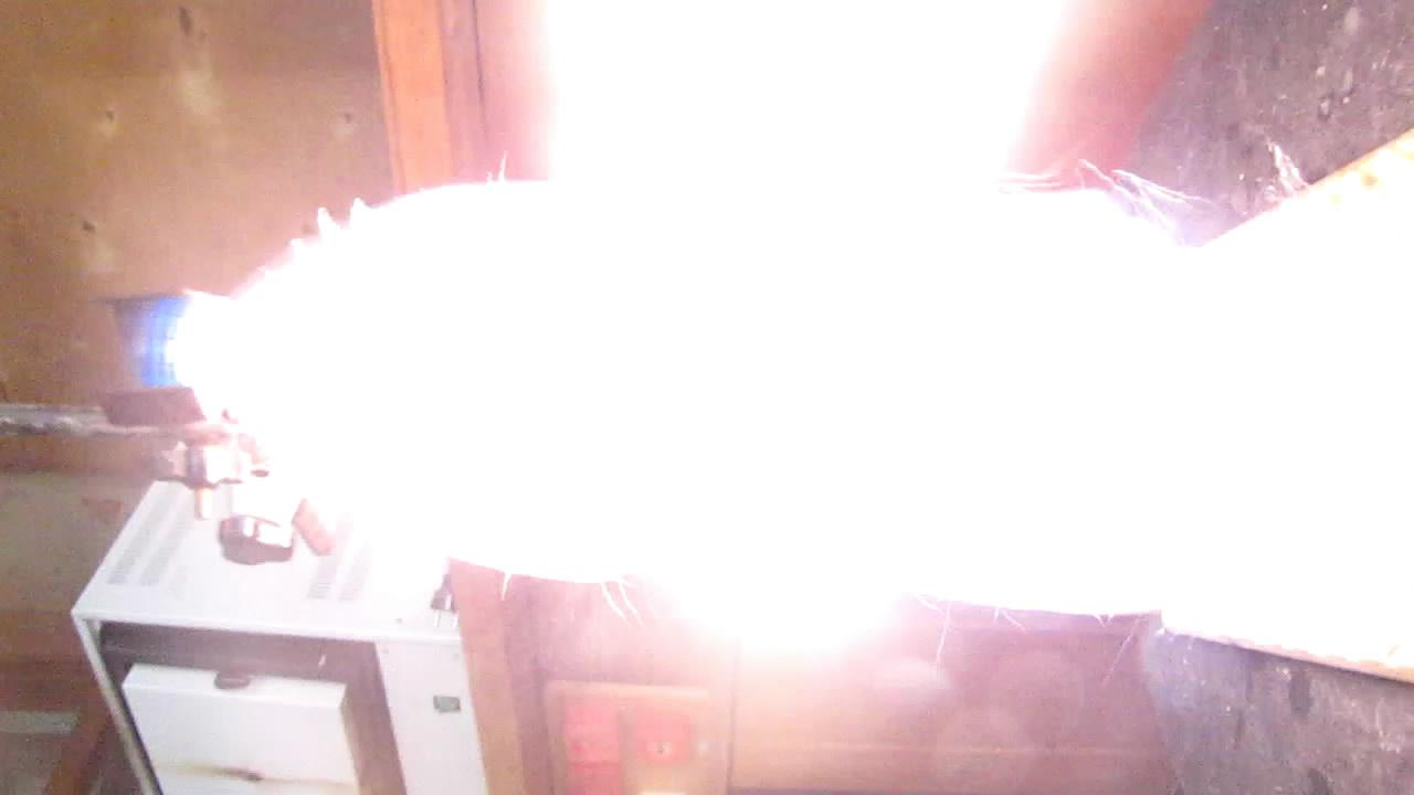 Взрыв смеси ацетилена и воздуха (двухлитровая бутылка)