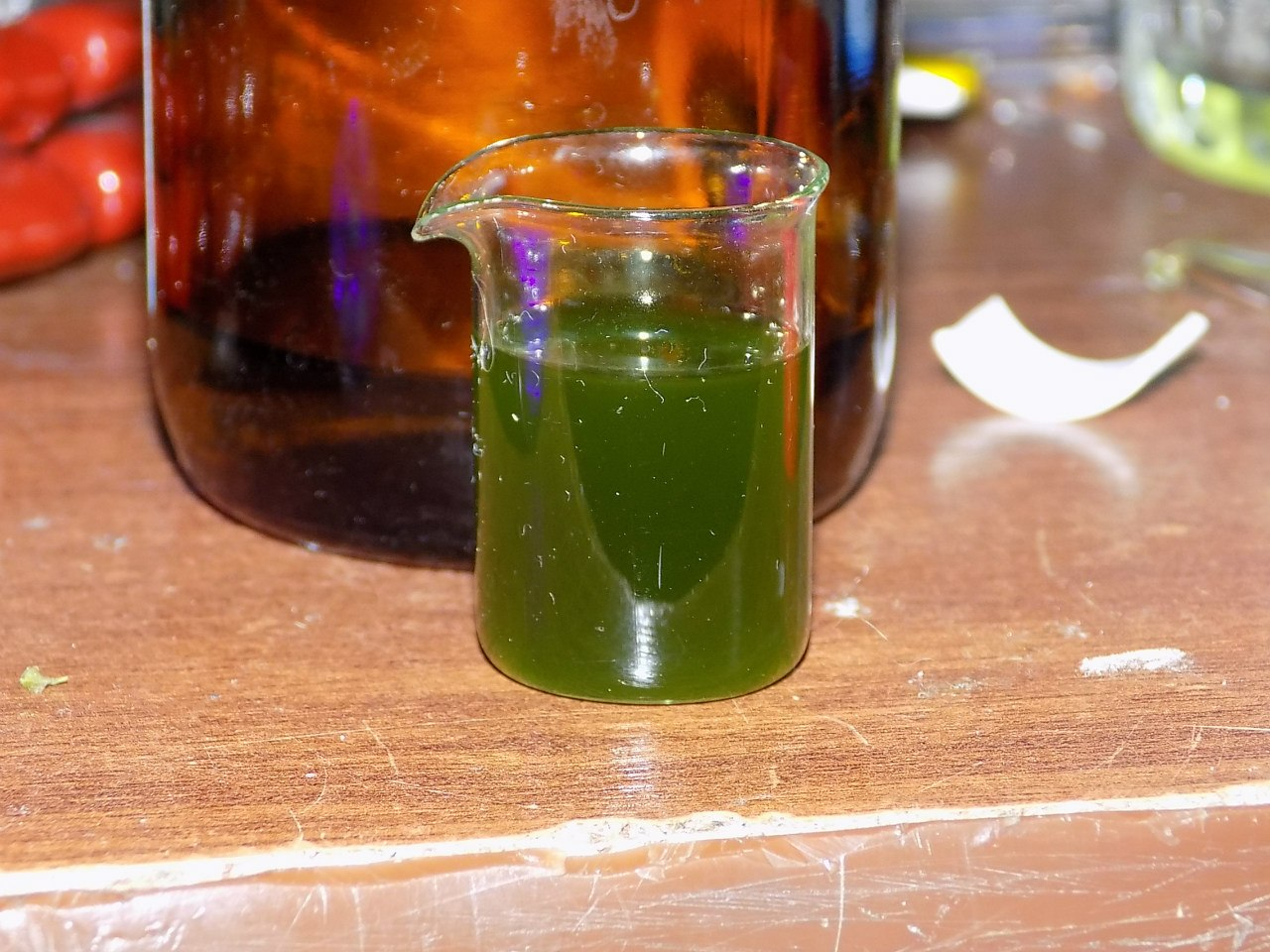 Экстракция хлорофилла из спиртового раствора петролейным эфиром