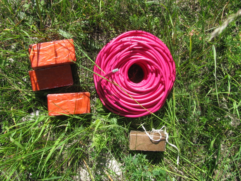 Детонирующий шнур и тротиловые шашки