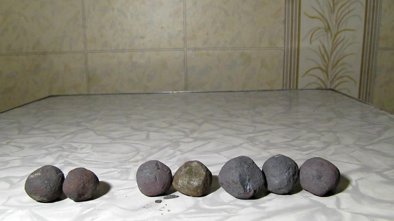 Окатыши и неодимовый магнит. Neodymium magnet and iron ore pellets