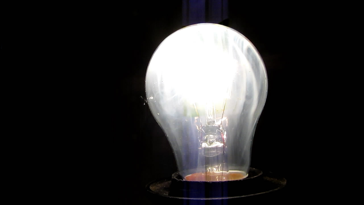 Лампа накаливания и турбо-зажигалка. Incandescent light bulb and turbo lighter