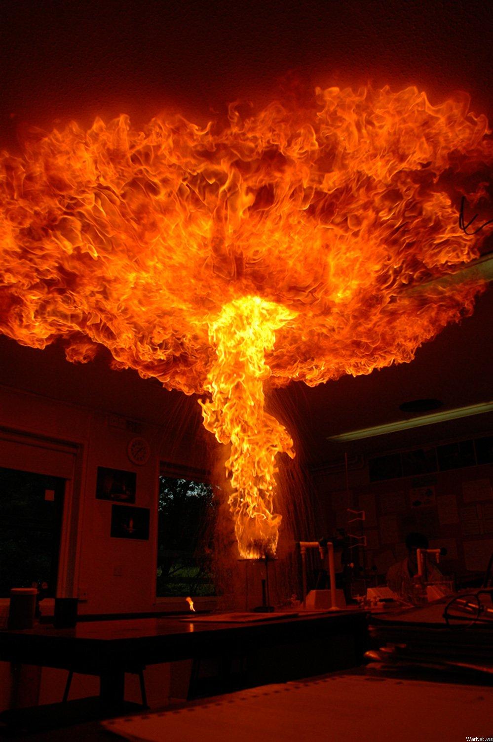 Что будет, если тушить горящее масло водой?