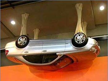 Машина на потолке