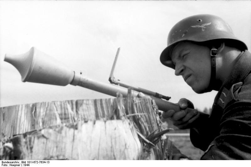 Фаустпатрон (панцерфауст) - ручной противотанковый гранатомет одноразового действия