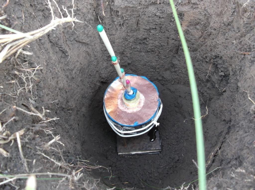 Кумулятивный заряд и мишени  в яме