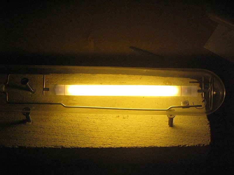 Натриевая газоразрядная лампа