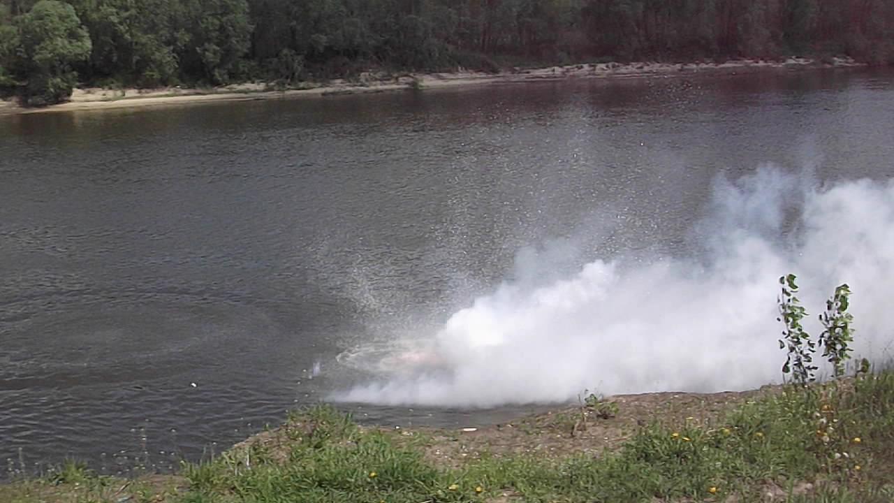 Реакция большого количества натрия с водой
