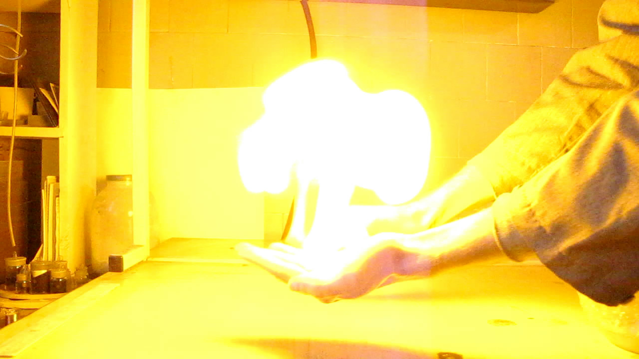 Огонь на ладони (горение пены с водородом)