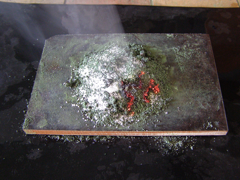 Беспламенное горение сахара на оксиде хрома Cr2O3 / Catalytic Combustion of Sugar over Chromium(III) Oxide, Cr2O3