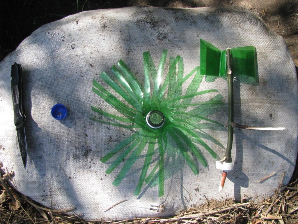 Флюгер с пропеллером из пластиковой ПЭТФ бутылки