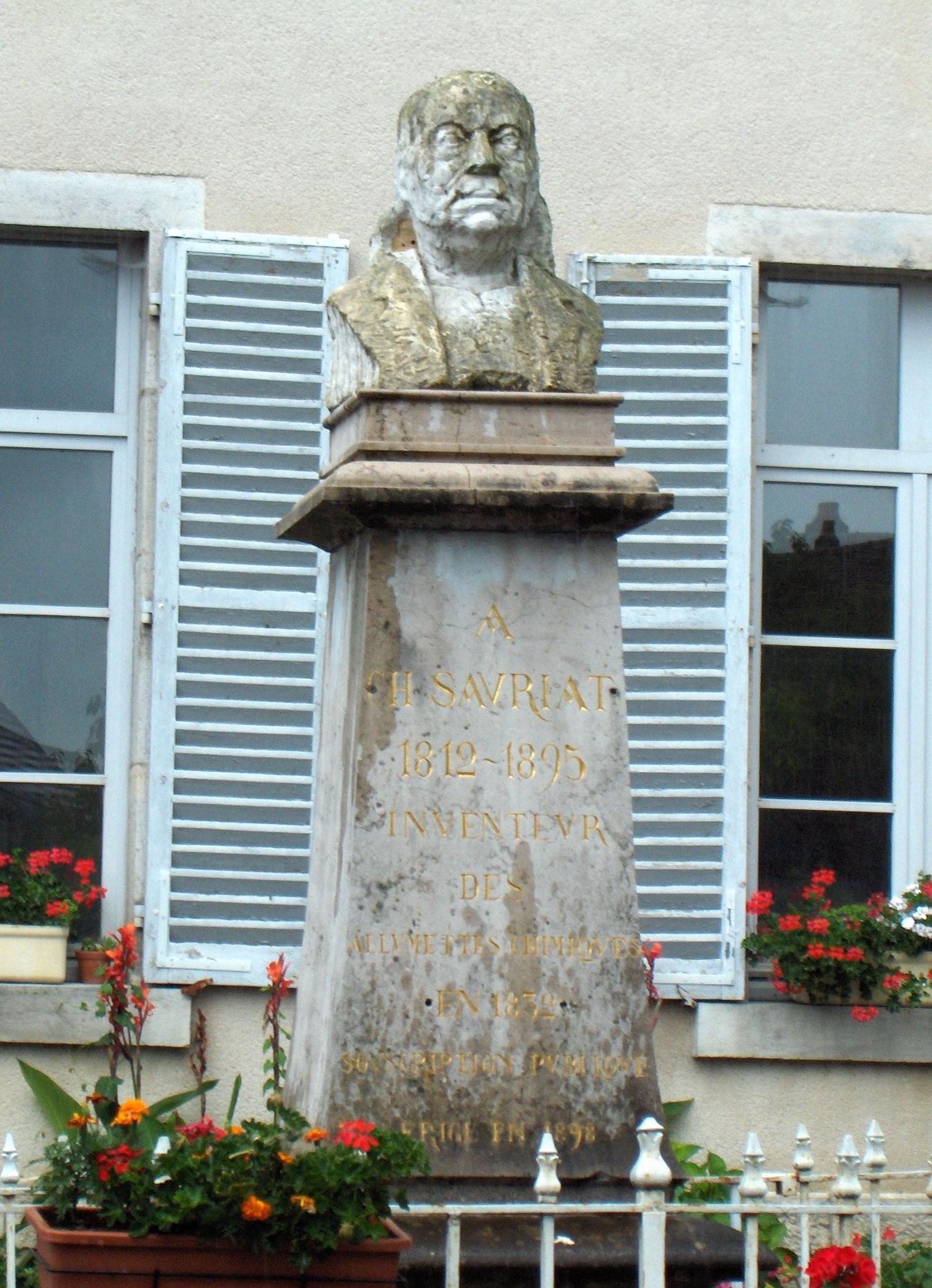 Памятник Шарлю Сориа в г. Сен-Лотер (Франция)