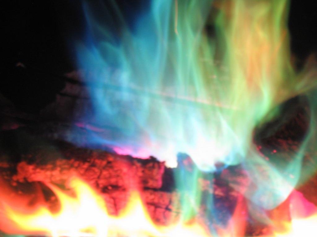 Рукотворный огонь: история и современность