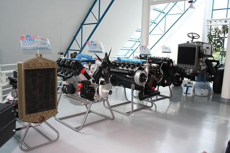 Дизельные двигатели, выставленные в музее