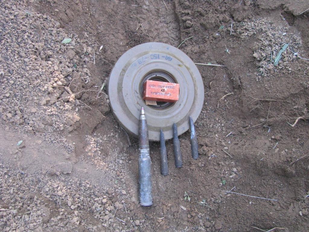 Взрыв противотанковой мины ТМ-62. Explosion of soviet anti-tank blast mine ТМ-62 (7 kg of TNT)