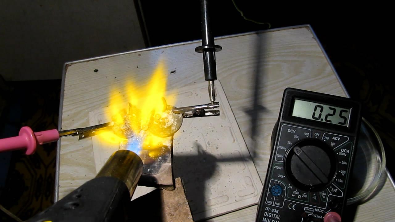 Расплавленный хлорид натрия как электролит для гальванического элемента. Molten sodium chloride as electrolyte for galvanic cell