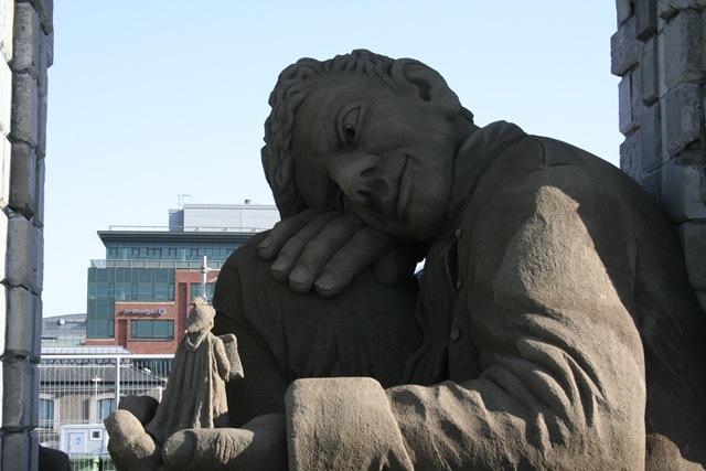 Памятник Лемюэлю Гулливеру - первооткрывателю нанотехнологии