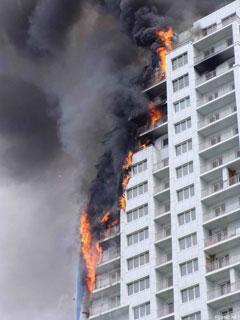 Пожар в незаселенном доме, утепленном пенопластом