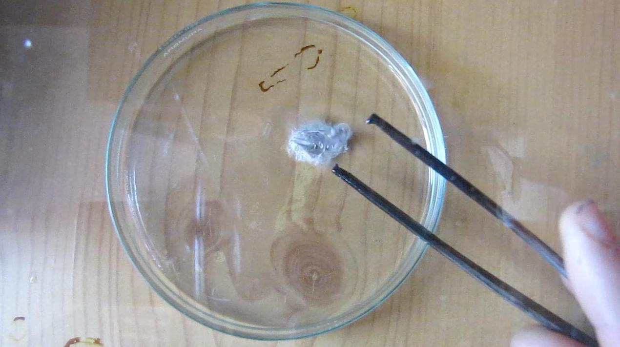 Натрий и концентрированная соляная кислота
