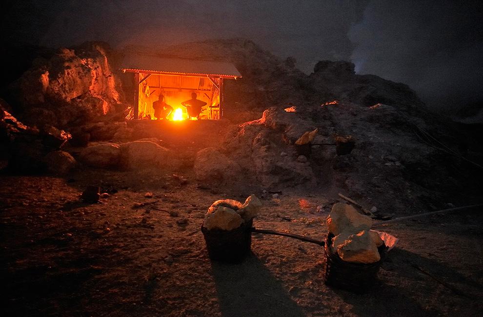 Хижина шахтера в кратере Кава Иджен.