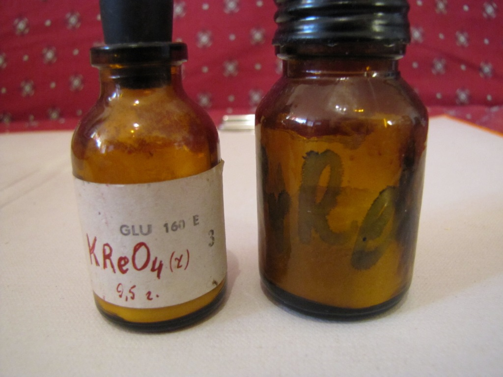 Перренат калия KReO4 и перренат аммония NH4ReO4