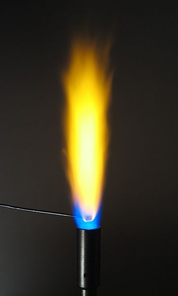 Соли натрия окрашивают пламя в желтый цвет