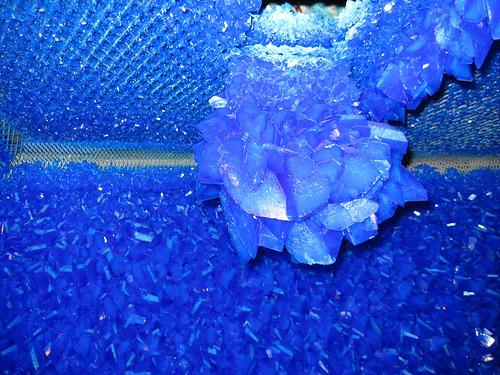 Комната, покрытая кристаллами медного купороса