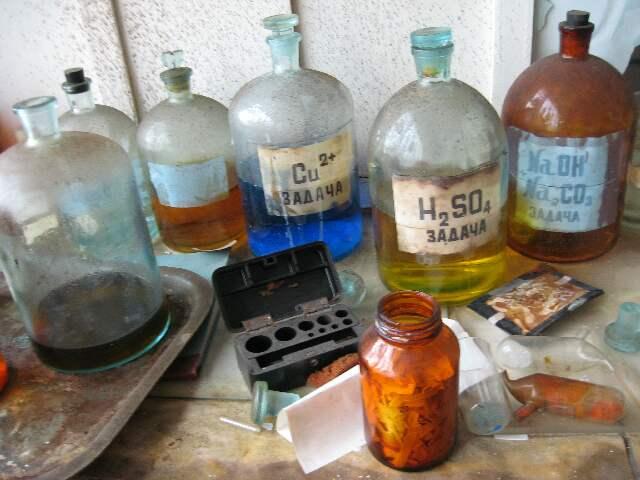 Реактивы (заброшенная химическая лаборатория)