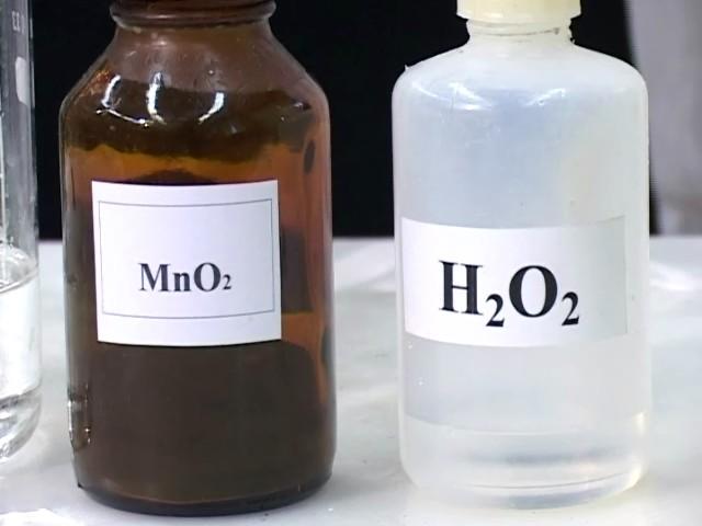 Реактивы: диоксид марганца и перекись водорода (пероксид водорода)
