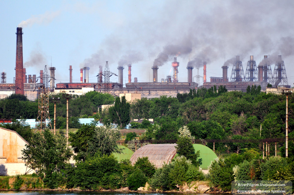 Город Запорожье (Украина). Кроме других металлургических предприятий в Запорожье есть титано-магниевый комбинат