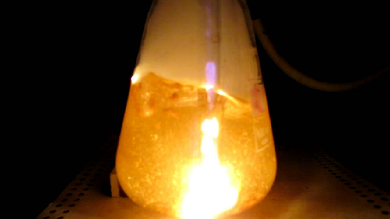 Горение белого фосфора под водой (колба)