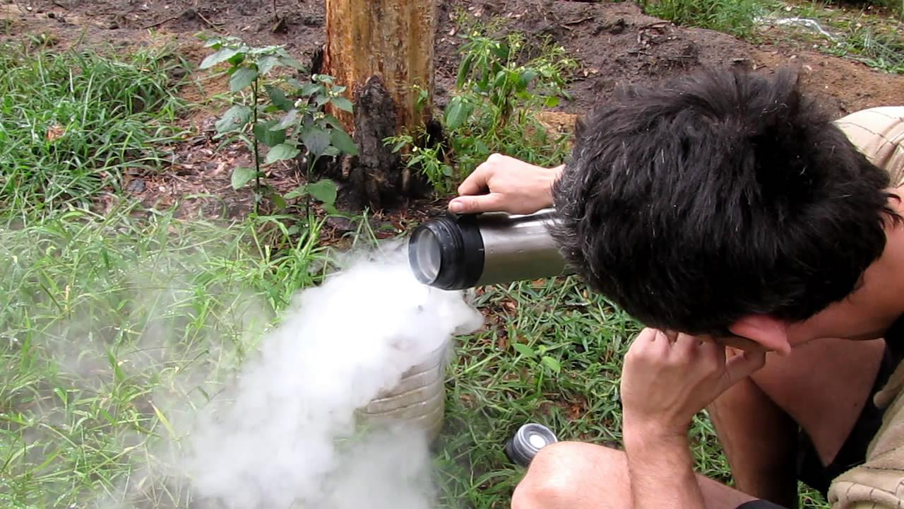 Взрыв пластиковой бутылки с жидким азотом